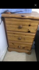 A lovely chest drawer in a good condtion
