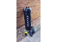 30 kg, Full leather, heavy punch bag with ceiling mounting bracket, with 3 sets of boxing gloves