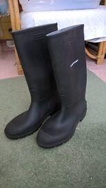 Pair Dunlop wellington boots size 12 / 47