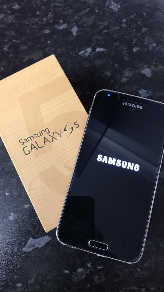Samsung galaxy s5 EEin Spennymoor, County DurhamGumtree - Galaxy S5 16GB on EE with an 8GB memory card installed , odd marks around the case ,screen has always had a protector on , comes boxed with all the original data cable , plug , 2 sets of headphones which all have never been used plus all paperwork in...