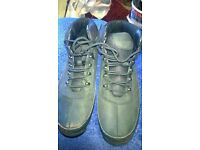 TIMBERLAND BOOTS SIZE 11 IN BLACK, VERY GOOD CONDITION LIKE NEW