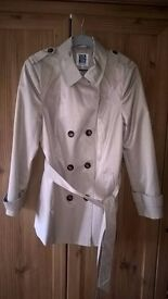 """Tan Mac 75cm long, size 14 petite never worn """"Debenhams Collection"""" item double breasted, Pick up"""