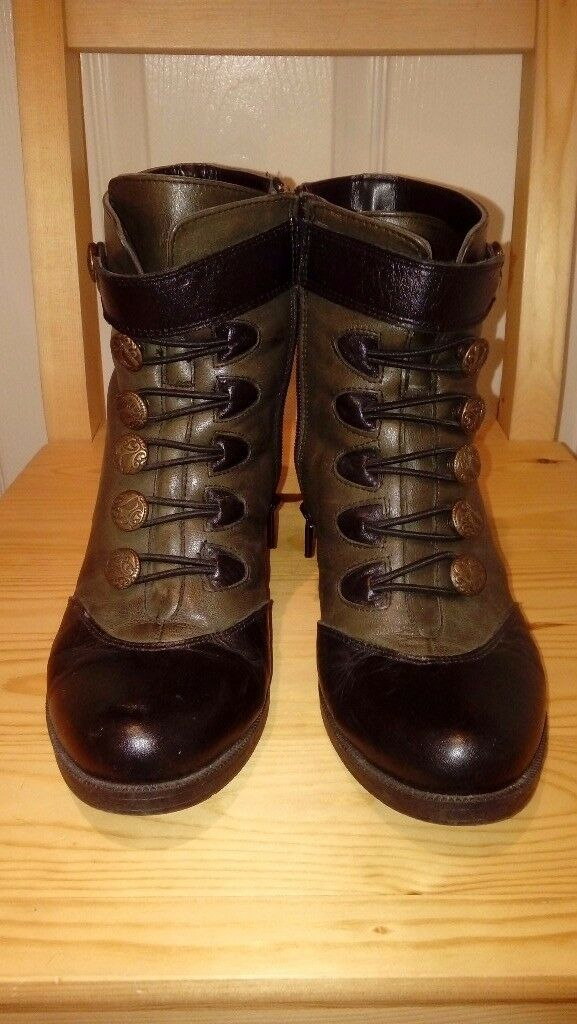 High heels boots size 4.5 - excellent condition