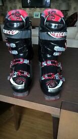 Men's Tecnica Dragon 100 Ultrafit ski boots, size 9.