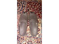 MEN'S CROCS SIZE 10