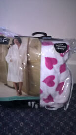 NEW - Small Ladies/Large Child's dressing gown - size small - £8