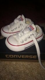 Immaculate size 2 converse