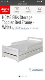(Almost brand new!) Toddler bed incl mattress