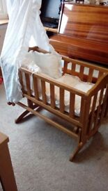 Gliding Crib with Broderie Anglaise