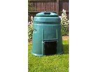 Green plastic 'Sankey' compost bin. 300 litre capacity.