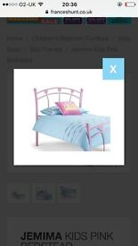 Pink hearts single bed