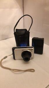 Camera Canon 10 Mega Pixels 4 x Optical Zoom