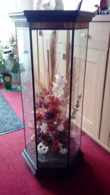 Display unit with dried flowers