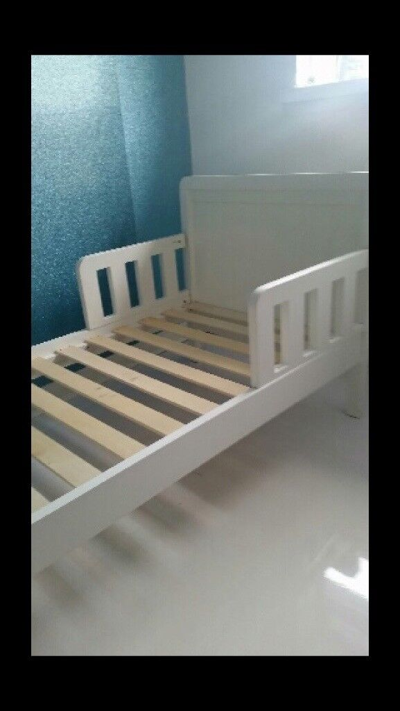 White solid wood junior bed - Fantastic condition