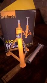 Pair of Halfords 3 Tonne axle stands - like new. £15
