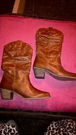 Brown cowboy boots size 40