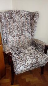 WOODEN UPRIGHT FABRIC-COVERED CHAIR