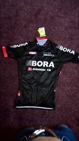 Cycling jersey and shorts Bora