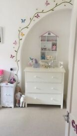 Girls wall shelving