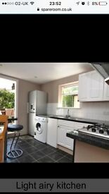 Large double room (£800) available to rent in large 2 bedroom flat in the heart of Wandsworth.