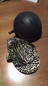 Onyx helmet 56 cm with scull cap