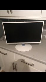 "Samsung 24"" LCD TV with Freeview, come with remote, stand & wall bracket"