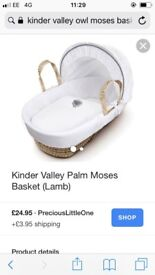 Kinder valley Moses basket with matching blanket