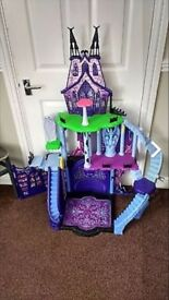 Monster High Catacombs Castle and Car