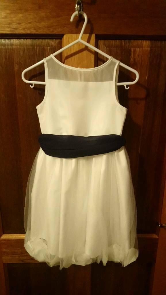25ce14b77702 White flower girl dress Aged 5-6