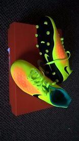 Nike Junior Magista Football Boots UK2