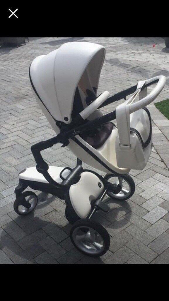 Mima Xari With Car Seat Adapters