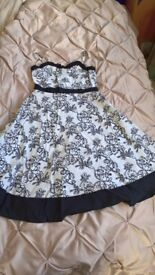 Girls dress -black and white party dress age 6-7 in VGC
