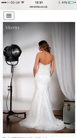 Beautiful Ivory Veromia Wedding dress with veil (8-10)