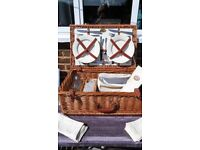 Fantastic picnic basket with accessories
