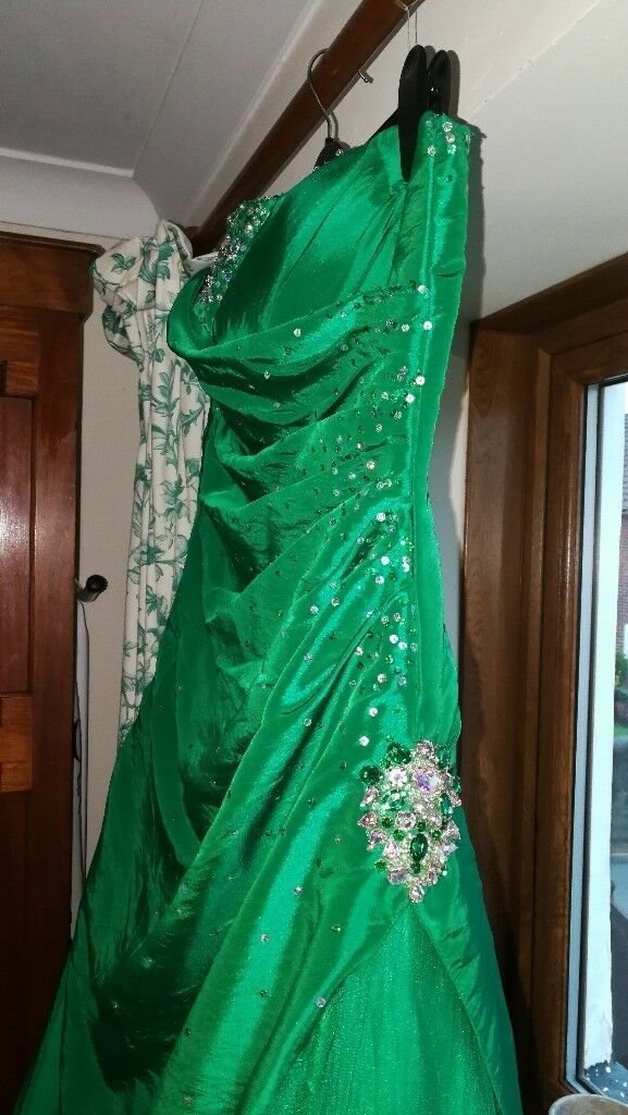 Prom dress Emerald Green Size 14. Worn once for 3 hours. Straps or strapless. Underskirt & netted