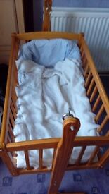 Baby crib 4 sale hadly used need space in house in very good condition pick up only