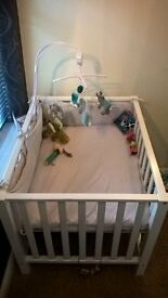 BOPITA white playpen in perfect condition