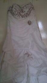 Wedding dress. Size 10. In white.
