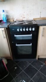 New world electric cooker in black solid ring £50 buyer uplifts