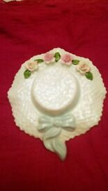 Bone china bonnet .
