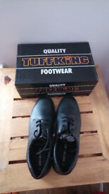 Brand new black men's work shoes - size 11