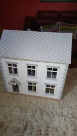 Kids dolls house