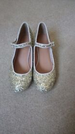 Girls Glitter party shoes. Size 2 Euro 34