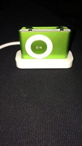 iPod Shuffle w Charging cable