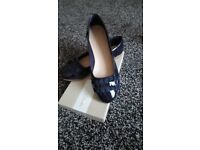 BN CLARKES SHOES SIZE 5