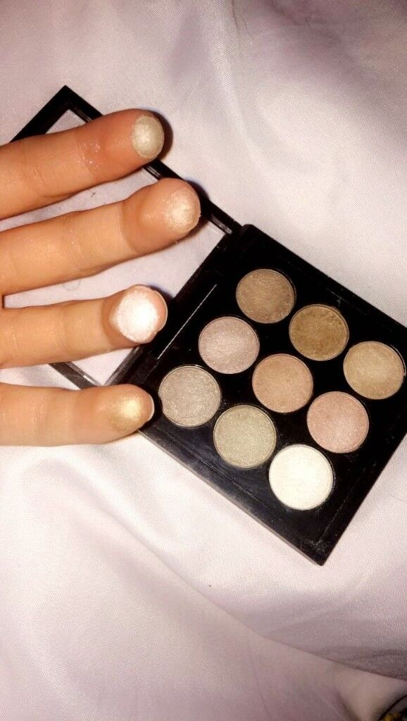 | Highlighter And Eyeshadow 2 In 1 |