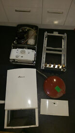 Worcester Bosch Greenstar 28i Junior combination boiler for parts/repair WITH FLUE