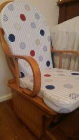 nursery rocking chair for feeding baby