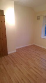 1 bed ground floor flat available to let on greenlane ilford