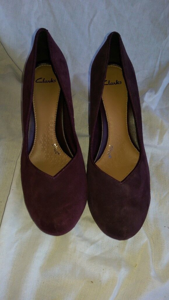 CLARKS - Purple Heeled Suede Shoes (size 6/39)